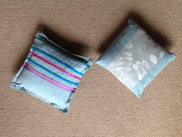 ribbon cushion with flange and split cushion with edge closing zip